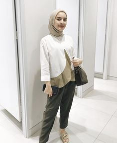 ideas style casual everyday hijab for 2019 Hijab Casual, Hijab Chic, Ootd Hijab, Uniqlo Outfit, Style Hijab Simple, Style Casual, Outfit Essentials, Niqab, Hijab Mode Inspiration