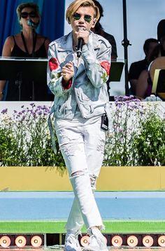 Dream Boyfriend, I Go Crazy, Love U Forever, Twin Boys, Boy Hairstyles, Bae, Twins, Singer, Concert