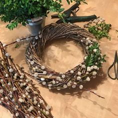 Spring wreath of catkins and box twigs - Lilly is Love Wreath Crafts, Diy Wreath, Sheep And Wool Festival, Summer Deco, Spring Front Door Wreaths, Branch Decor, Decoration Table, Easter Wreaths, Spring Crafts