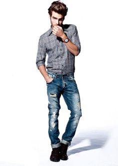 Button up shirt, ripped jeans and black boots on Jon Kortajarena #jonkortajarena #mensfashion