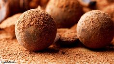 Looking for a Milk Chocolate Truffles recipe? Get great family cooking recipes for kids and adults. Recipes for Milk Chocolate Truffles are great to make with the whole family. Chocolate Paleo, Decadent Chocolate, Chocolate Desserts, Chocolate Factory, Easy Chocolate Truffles, Chocolate Chili, Italian Chocolate, Chocolate Making, Meals