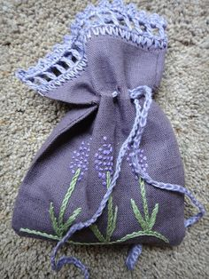 Hand Made Linen Dried Lavender Bag Sachet Pouch potpourri Purple Lavender Crafts, Lavender Bags, Lavender Sachets, Sachet Bags, Soft Purple, Linen Bag, Potpourri, Hand Crochet, Machine Embroidery