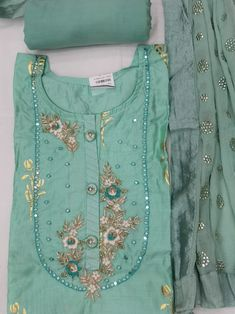 Embroidery Motifs, Embroidery Ideas, Kurti Sleeves Design, Dress Indian Style, Designs For Dresses, Indian Designer Wear, Woman Clothing, Sleeve Designs, Salwar Suits