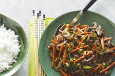Combine thin strips of sirloin steak and matchstick-style veggies for this Szechuan Beef Stir-Fry. This elegant stir fry cooks quickly and deliciously. Combine thin strips of sirloin steak and matchstick-style veggies for this Szechuan Stir Fry Recipes, Beef Recipes, Healthy Recipes, Celery Recipes, Healthy Eats, Healthy Foods, Recipies, Szechuan Beef, Asian Recipes