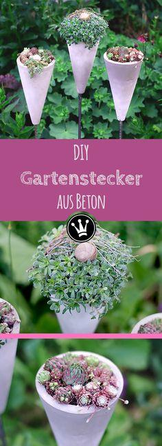 Diese Blumenampeln aus Beton habe ich aus Pilonen/Trainingskegeln gemacht. Ich liebe diese Kombination aus Beton-Grau und den Grüntönen der Erbsenpflanze, des Korallenkaktus und der Dachwurz! Die Anleitung für diese Betonkegel findet ihr auf meinem YouTube Kanal DekoideenReich. #Beton #DekoausBeton #Gartenstecker #DIY #DekoideenReich