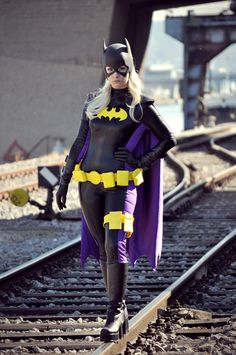 Love the utility belt and thigh holster on this Batgirl cosplay. - 11 Batgirl and Batwoman Cosplays