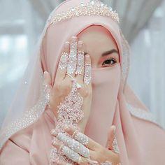 Wedding Abaya, Wedding Hijab Styles, Muslimah Wedding Dress, Hijab Wedding Dresses, Wedding Dressses, Arab Wedding, Disney Wedding Dresses, Evening Dresses For Weddings, Wedding Dresses For Girls