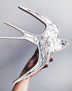 """LOVE MOSAIC STUDIO on Instagram: """"Зеркальные птицы — стильный настенный декор 🤍⠀ На фото результат мастер-класса #lovemosaicworkshop⠀ ⠀ Такие основы можно приобрести и для…"""""""