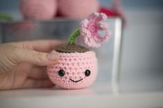 Amigurumi Plant - FREE Crochet Pattern / Tutorial........ So frikken cute I want to make a complete family of them !
