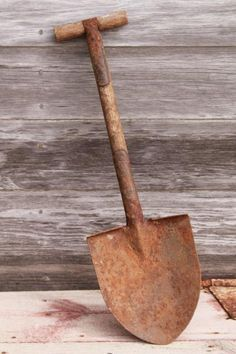 WWI vintage army trench shovel, antique trenching tool, small spade w/ wood handle Antique Tools, Old Tools, Vintage Tools, Vintage Metal, Shovel Craft, Garden Trowel, Garden Tools, Pink Wedding Rings, Lumber Storage