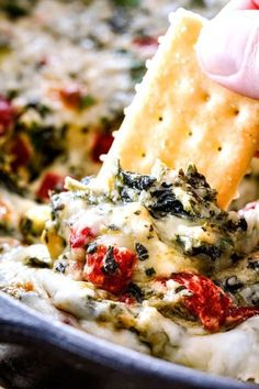 Brie Spinach Dip – my friends could not get over this appetizer! Its your favori… Brie Spinach Dip – my friends could not get over this appetizer! Its your favorite spinach dip made even more delicious with BRIE! Creamy, cheesy and so addicting! Finger Food Appetizers, Yummy Appetizers, Appetizers For Party, Appetizer Recipes, Brie Appetizer, Spinach Appetizers, Easy Appetizer Dips, Keto Finger Foods, Gastronomia