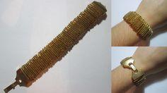 Pulseira elástica de alfinetes dourados com missangas douradas. Com fecho de encaixe dourado. Tamanho: 17cm. Peça manufaturada.