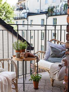 Historiska hem Apartment Balcony Decorating, Apartment Balconies, Apartment Living, Interior Architecture, Interior And Exterior, Interior Design, French Balcony, Small Balcony Decor, Balcony Ideas