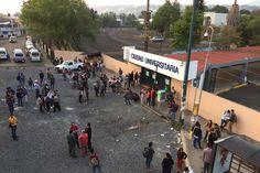 Ayer, mientras la Universidad Michoacán recibía la Presea Generalísimo Morelos, miembros de casas del estudiante tomaron Ciudad Universitaria, la cual liberaron horas más tarde – Morelia, Michoacán, 19 de mayo ...