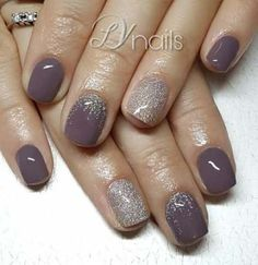 Nails grey Trendy pedicure grey spring nails ideas Na moda pedicure cinza primavera unhas idéias Fancy Nails, Trendy Nails, Pink Nails, Sparkle Nails, Glitter Accent Nails, Glitter Gel, Grey Gel Nails, Glittery Nails, Oval Nails