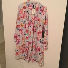 "**new forever 21** long sleeve gray floral kimono Straight cut, bottom hits just below my knees (I'm 5'6""). Size small Forever 21 Other"