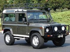 '97 Land Rover Defender 90 LE (Willow Green)
