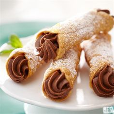 Take a step away from traditional desserts and try our Chocolate Peanut Butter Cannoli recipe this holiday. Within 20 short minutes, your guests will be able to enjoy the rich flavors of peanut butter, chocolate and cream cheese.