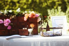 Loving everything about this wedding decor from the Cupcakes and Cashmere blog