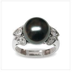 Radella a Black Tahitian South Sea Pearl Ring