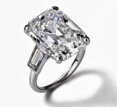 Grace Kelly's Cartier engagement ring, 1956. Central stone: 10.47 carats.