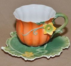 Painted Fall Pumpkin Tea Cup and Saucer (Teacup) - FREE Pumpkin Spice Tea Included! - Roses And Teacups Pumpkin Spice Tea, Pumpkin Juice, Momento Cafe, Autumn Tea, Autumn Table, Teapots And Cups, Teacups, Fete Halloween, China Tea Cups