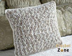 Basic Throw Pillow Crochet Pattern Bernat blanket yarn by Crochet Zone #crochet #freepatterns #crochetzone
