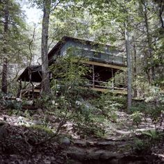 http://freecabinporn.com/post/31058409462/camp-llewoh-howell-spelled-backwards-built-in