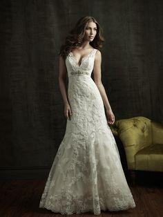 Vestido de novia confeccionado en Encaje y pedrería fina, escote en V. para una novia muy romántica....  Contacto: ERESNOVIA@ ME.COM