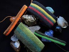 Gorgeous Fusion Color Bracelet = How to make it Macrame Bracelet Tutorial, Crochet Bracelet, Macrame Jewelry, Macrame Bracelets, Friendship Bracelet Patterns, Friendship Bracelets, Micro Macramé, Diy Jewelry Inspiration, Bracelet Knots