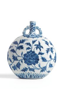 AN EXTREMELY RARE BLUE AND WHITE 'PEONY' MOONFLASK MING DYNASTY, YONGLE PERIOD - Sotheby's