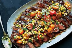 This spicy and sweet powerhouse seasoning blend packs layers of flavor onto grilled flank steak.Dry rubbed Flank Steak with corn tomato salsa Grilling Recipes, Beef Recipes, Cooking Recipes, Healthy Grilling, Mexican Recipes, Vegetarian Grilling, Barbecue Recipes, Barbecue Sauce, Gastronomia