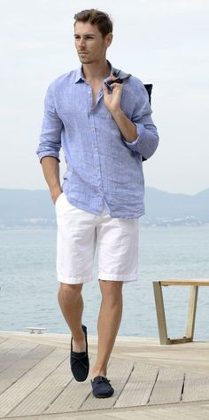 White shorts with pastel blue linen shirt for yacht party Yacht Party, Trends, Men Casual, Stylish Men, Mens Fashion, Gothic Fashion, Menswear, Mens White Linen Shirt, Mens Linen Shirts