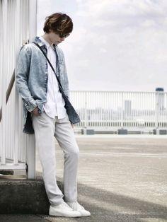今日は、ケミカルウォッシュのデニムシャツで、アクセント。 ロング丈なので、シルエットもいい感じにな