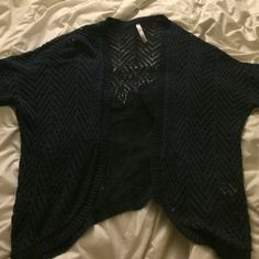 Short sleeve cardigan Cute navy blue short sleeve cardigan. In great condition. NOT FOREVER 21, just for views CLOSING WEDNESDAY GET WHILE YOU CAN Forever 21 Tops