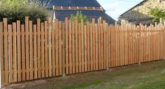 creation of jardi bois on Rue des Pros Maxent) Fence Landscaping, Pool Fence, Backyard Fences, Garden Fencing, Wood Picket Fence, Surf House, Fence Design, Garden Inspiration, Landscape Design