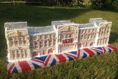 Buckingham Palace in panpepato, lungo un metro. Hannah Miles