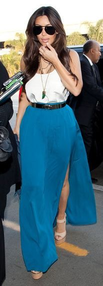 Who made Kim Kardashian's horn necklace, gold belt, blue maxi skirt, and nude cork wedges that she wore at LAX airport on February Kardashian Dresses, Kardashian Style, Kardashian Shoes, Kardashian Family, Passion For Fashion, Celebrity Style, Fashion Outfits, Women's Fashion, Blue Maxi