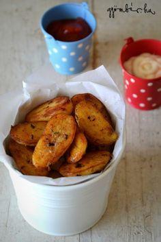 fokhagymás, rozmaringos újkrumpli serpenyőben pirítva