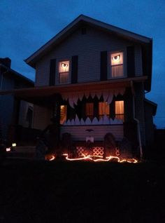 20 Halloween Houses That Totally Nailed It - BlazePress