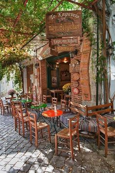 Cafe in Agiasos, Lesvos, Greece Viagem a Grecia - B Boutique Travel - Agencia…