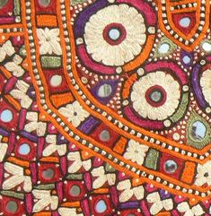Kutch Wedding Choli detail -- interpret as quilling? Indian Patterns, Textile Patterns, Textile Design, Textile Art, Embroidery Stitches, Hand Embroidery, Embroidery Designs, Textiles Techniques, Art Brut