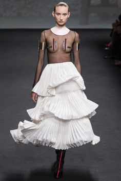 Christian Dior - Haute Couture Fall Winter 2013-14 - Shows - Vogue.it