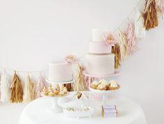 Festa in bianco, rosa e oro | Dessert Table