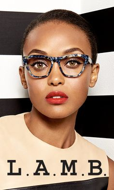 Gwen Stefani recently partnered with Tura Inc. to launch not one, but two debut collections of eyewear -- one for her L. line and another, gx eyewear by Gwen Stefani. Cute Glasses, Girls With Glasses, Glasses Frames, Gwen Stefani, Fashion Eye Glasses, Cat Eye Glasses, Sunglasses For Your Face Shape, Lunette Style, Look 2018