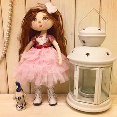Малышка номер один) любит бабочек и розовый цвет 👛🌸🌷 Кукла ищет дом 🏠 #ladoll#кукла#кукларучнойработы #artdoll#doll #природа#подмосковье #подарок#кукланазаказ #куклавподарок #куклаизткани #кукласвоимируками #куклаинтерьерная #коллекция #коллекционнаякукла #москва #кукладлядевочки#dollartist#puppen#handmade#craft#текстильнаякукла#куклыназаказ #текстильныекуклы
