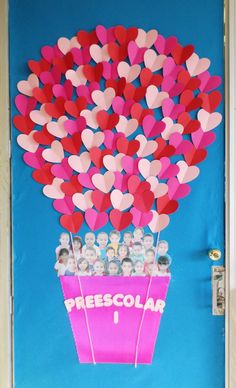 "Valentine's day classroom doors: ""Preescolar"" Air balloon, heart shaped balloons, students photos in air balloon day decorations for classroom door 31 Adorable Valentine's Day Doors for Your Classroom Class Decoration, School Decorations, Valentine Decorations, Valentine Day Crafts, Valentines Day Decor Classroom, Valentines Design, Preschool Door, Preschool Activities, Class Door"