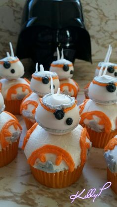 Vanilla cupcakes decorated with buttercream. Buttercream Cupcakes, Vanilla Cupcakes, Vanilla Cake, Cupcake Cakes, Cupcake Ideas, Star Wars Cake Toppers, Star Wars Cupcakes, Girls Star Wars Party, Star Wars Birthday