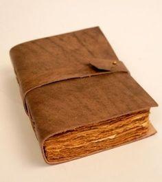 Handmade Notebook, Handmade Journals, Leather Books, Leather Notebook, Vintage Books, Vintage Paper, Diary Ideas, Leather Bound Journal, Leather Diary