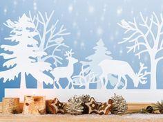 <p><h2>Fensterbilder zu Weihnachten</h2></p><p><b>Im Winterwald</b></p><p>Mit dieser typischen Tier-Szene begrüßen wir die Gäste schon vom Fenster aus. Doch dies ist eins der schwierigen Motive der <b>Fensterbilder</b> zu Weihnachten zum Basteln.</p><p><b